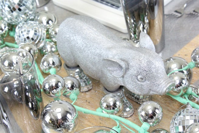 DIY-CB2-HOLIDAY-NEWYEARS-TABLESCAPE-Mister-Pig-2
