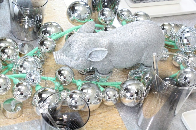 DIY-CB2-HOLIDAY-NEWYEARS-TABLESCAPE-Mister-Pig-3