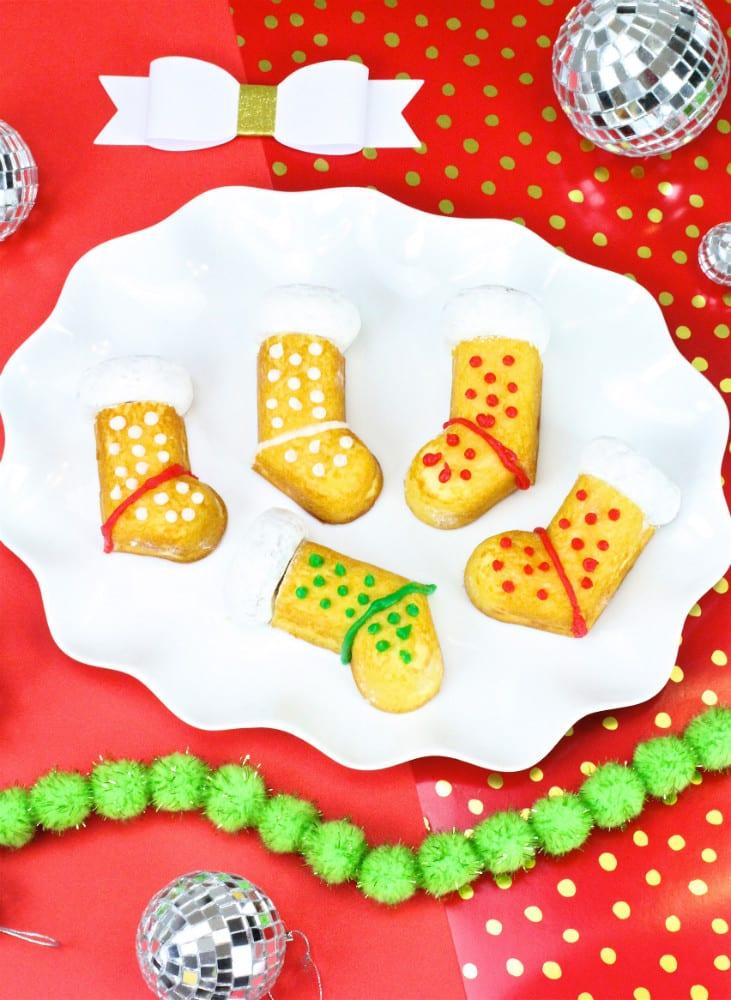 DIY-Twinkies-Holiday-Stockings-Cakes