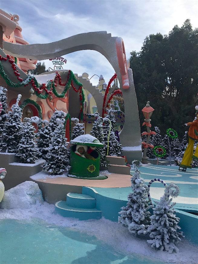 Universal-Studios-Hollywood-Holidays-2015-studio tour-1