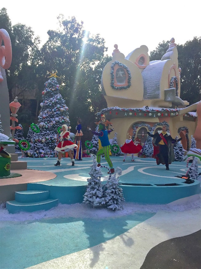 Universal-Studios-Hollywood-Holidays-2015-studio tour-2