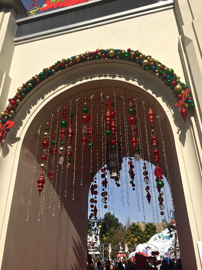 Universal-Studios-Hollywood-Holidays-Grinchmas-2015-Decorations