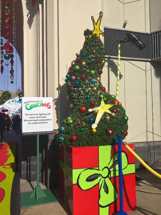 Universal-Studios-Hollywood-Holidays-Grinchmas-2015-Decore
