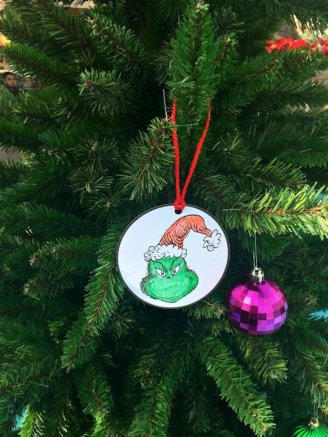 Universal-Studios-Hollywood-Holidays-Grinchmas-2015-Ornament-Decorating