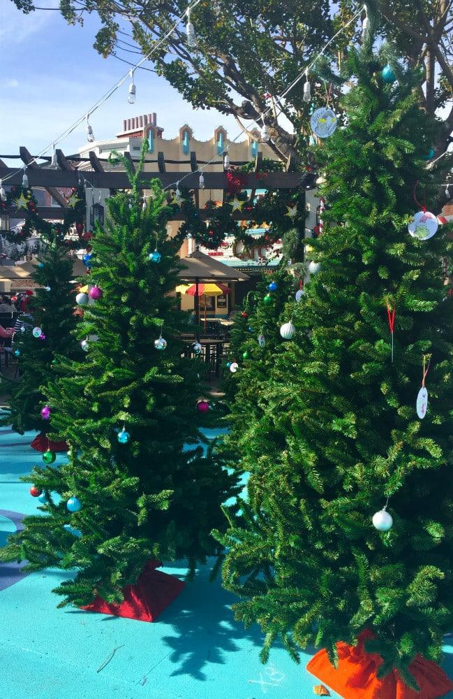 Universal-Studios-Hollywood-Holidays-Grinchmas-2015-Tree lot
