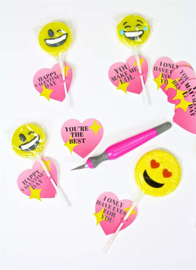 DIY Emoji Lollipop Heart Valentine Step 1