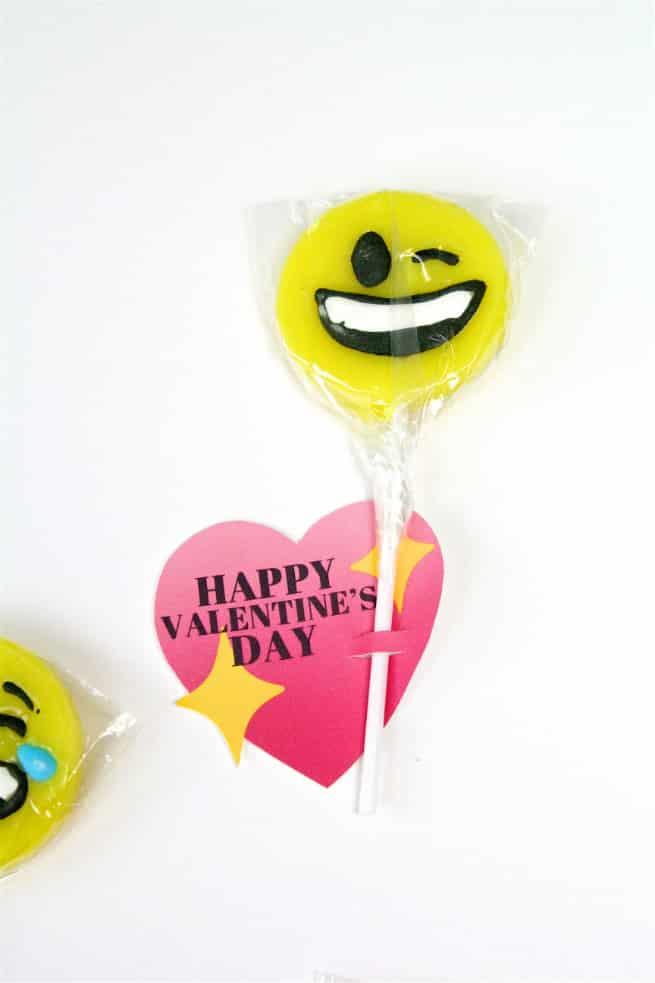 DIY Emoji Lollipop Heart Valentine Step 3