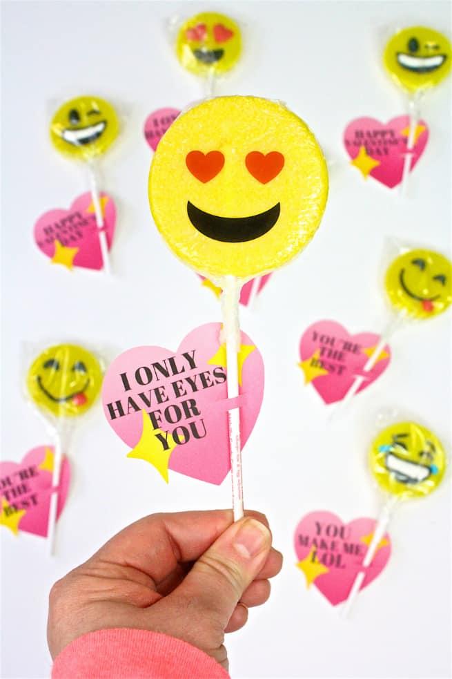 DIY Emoji Lollipop Heart Valentine
