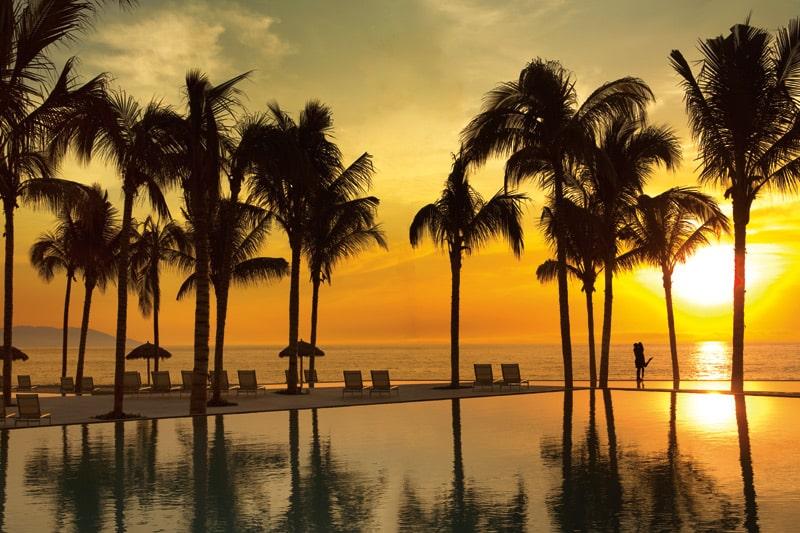 SEVPV_CoupleInfintyPool_Sunset_2