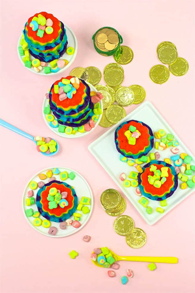 DIY-Mini Rainbow Bundt Cakes
