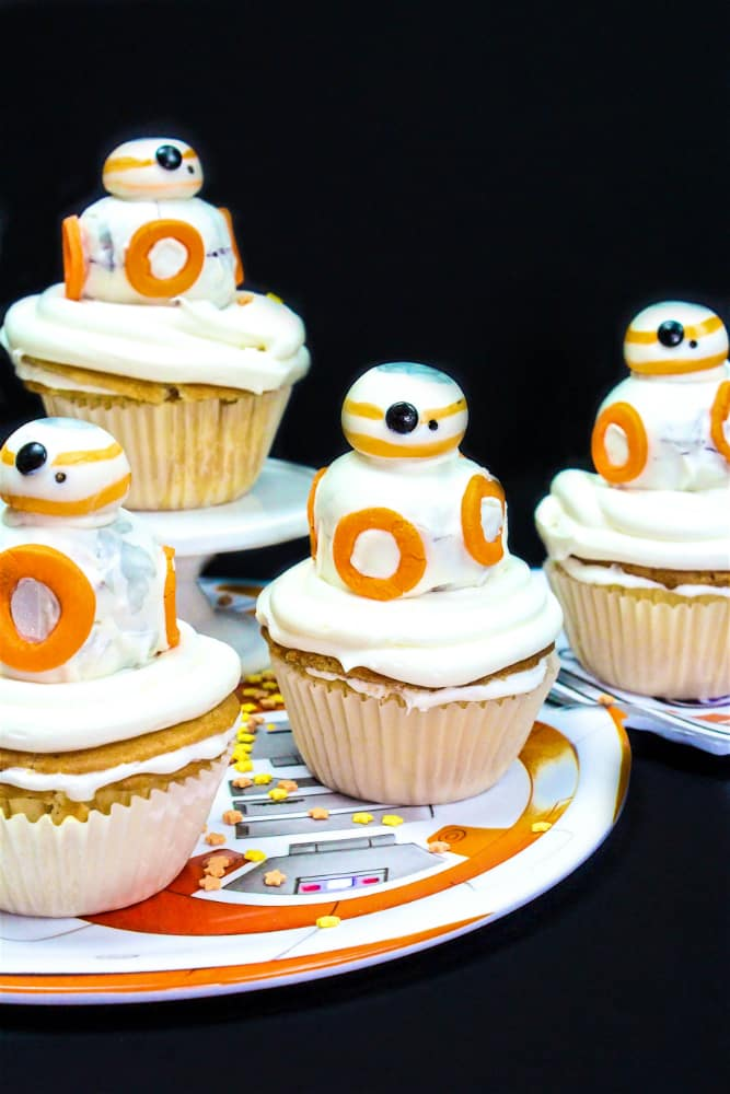 DIY BB-8 Surprise Cupcakes Main