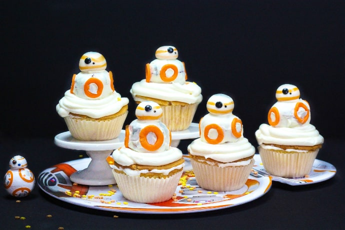 DIY BB-8 Surprise Cupcakes