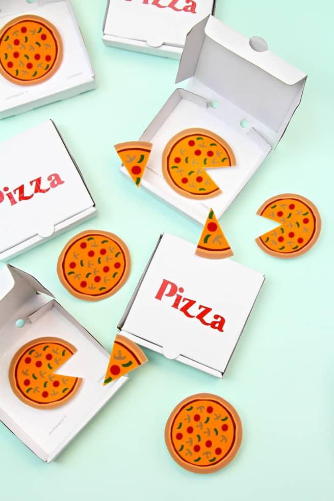 DIY Pizza Brooches, Pins & Mini Pizza Boxes