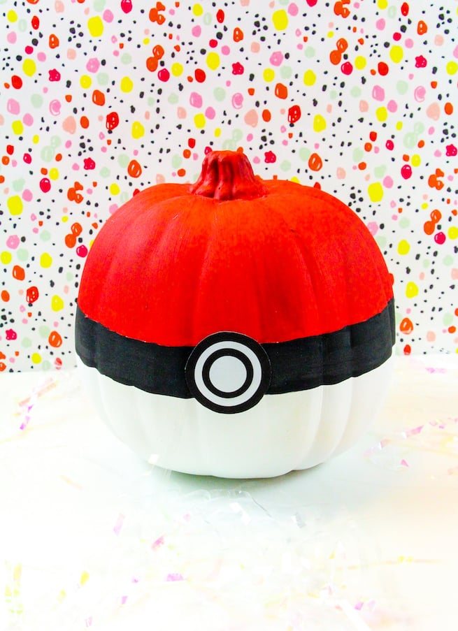 diy-pokemon-halloween-pumpkins-pokeball