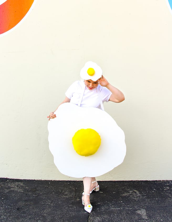 diy-fried-egg-halloween-costume