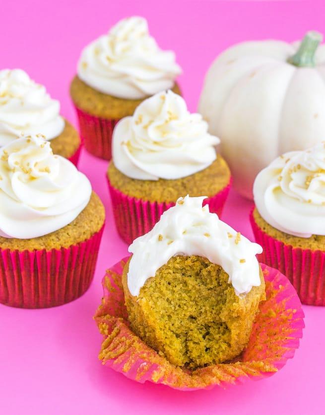 glam-thanksgiving-pumpkin-spice-cupcakes-3