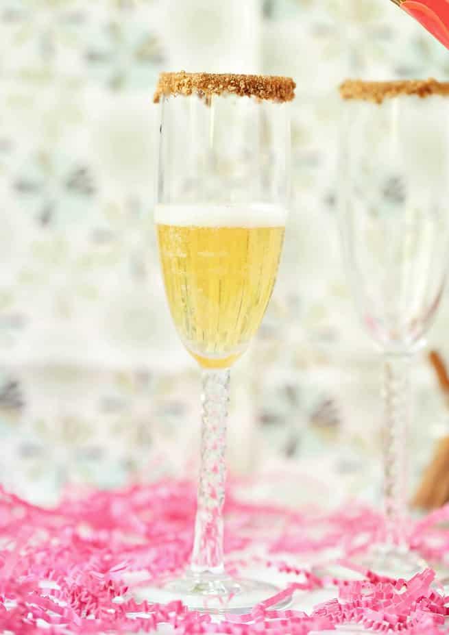 thanksgiving-apple-pie-mimosa-drink-recipe-step-3