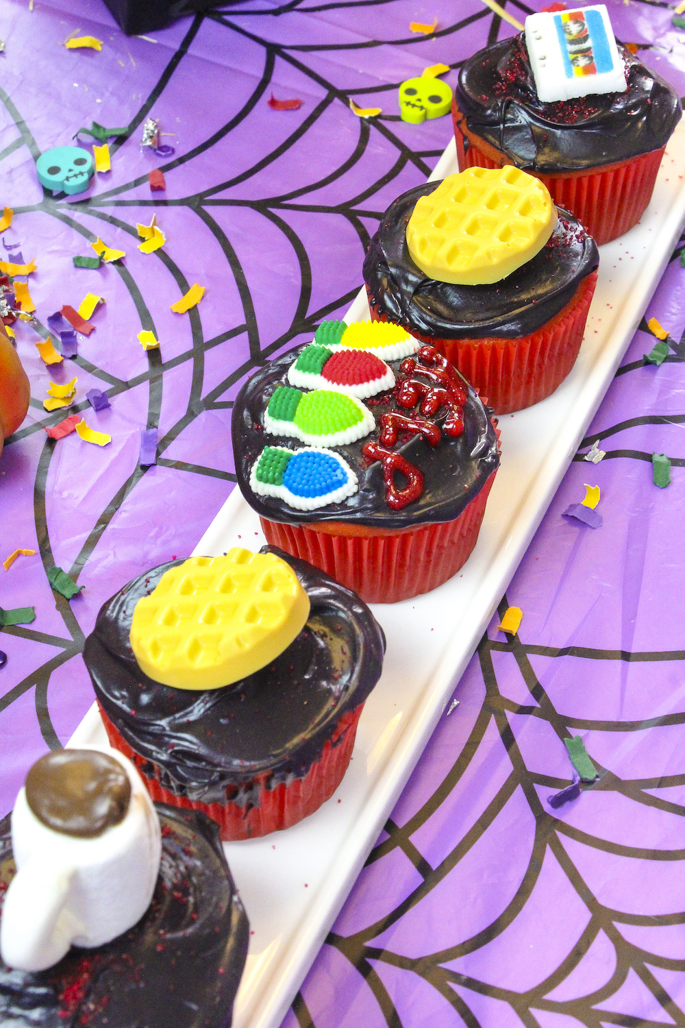 How To Make Black Food Coloring With White Frosting