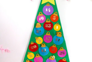 Easy No Sew Felt Christmas Tree Advent Calendar!
