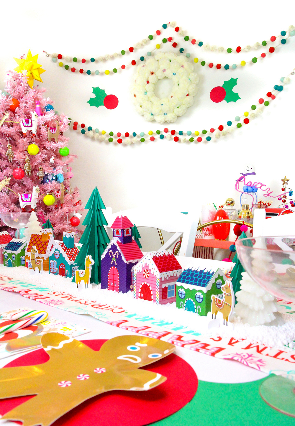 Easy DIY Holiday Party Decorations! ⋆ Brite and Bubbly