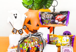 Easy M&M'S Halloween Mini Pizza Cookies & Candy Bowl!