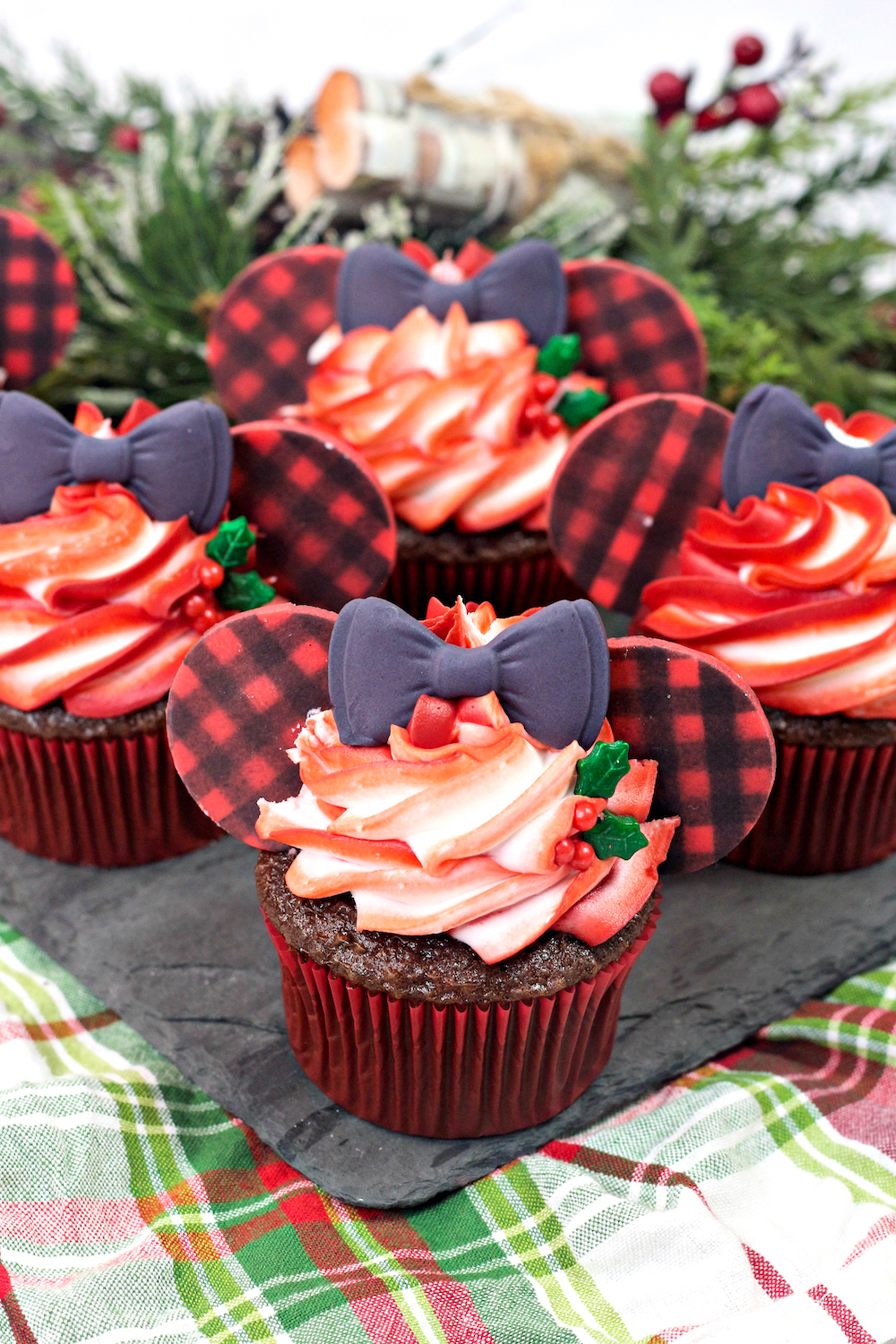 Holiday Buffalo Plaid Minnie Mouse Cupcakes Brite And Bubbly