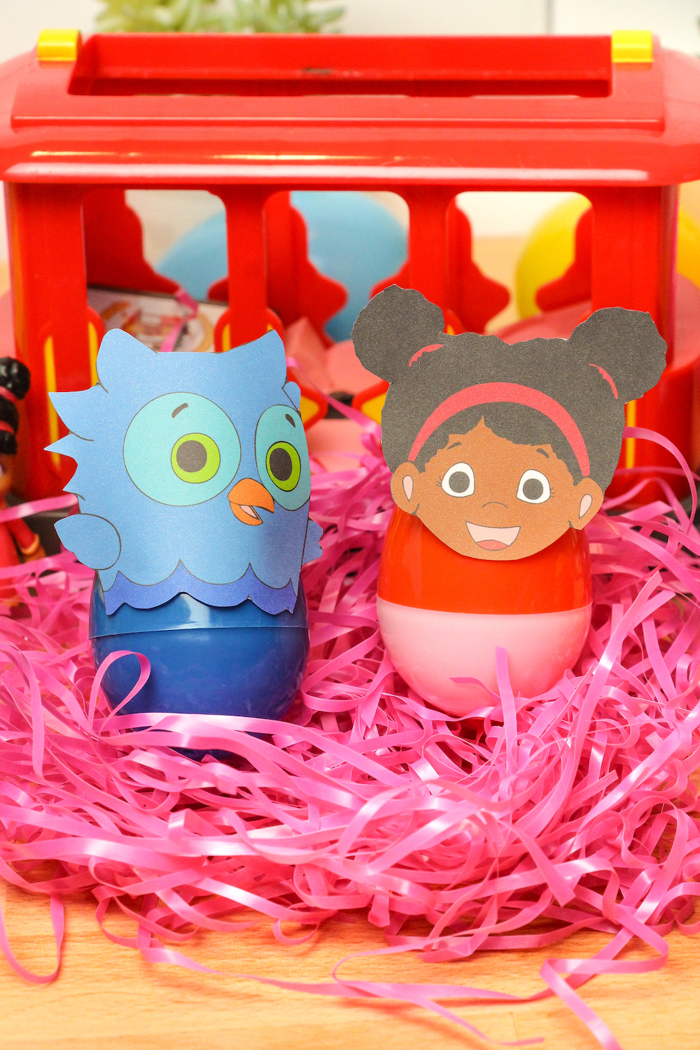 Close Up O the Owl and Miss Elena easter eggs