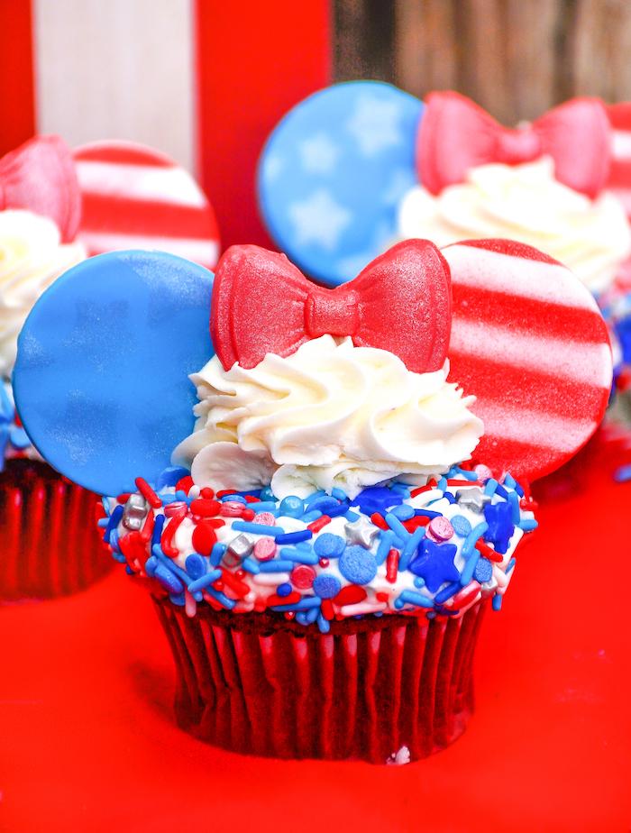 minnie july 4th cupcakes